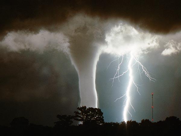Lightning via waterspout